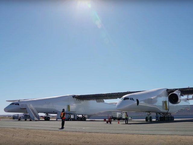 Feature: World's Largest Plane